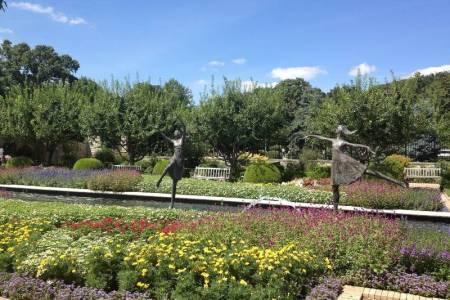 Essential Gardens to visit in Kansas City - Ewing and Muriel Kauffman Memorial Gardens