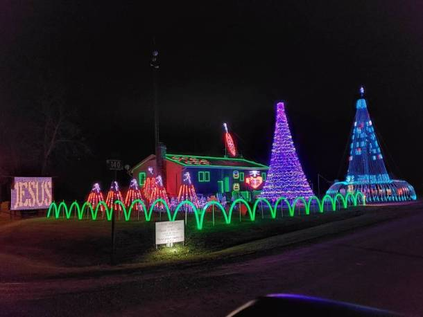 Holiday lights in Kansas City - Country Acres