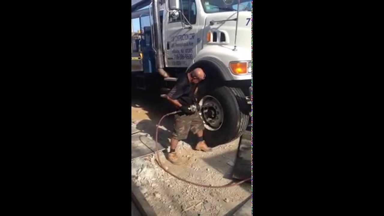 Truck Tire Roadside Service In Mineola,NY