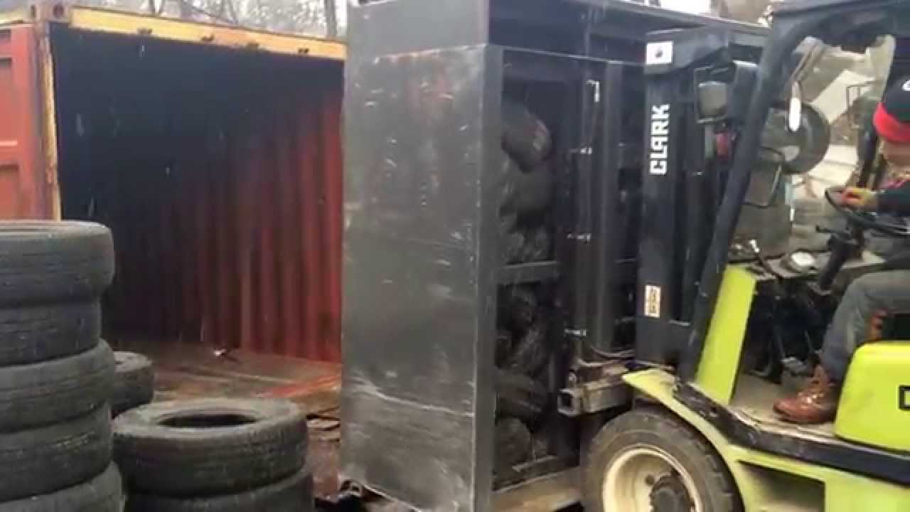Loading to Grade A Used Tires in Container By Heavykorea.com
