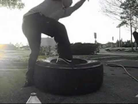Changing semi truck tire 425/65R22.5