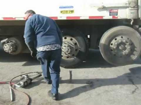 Garbage Truck Get New tires !