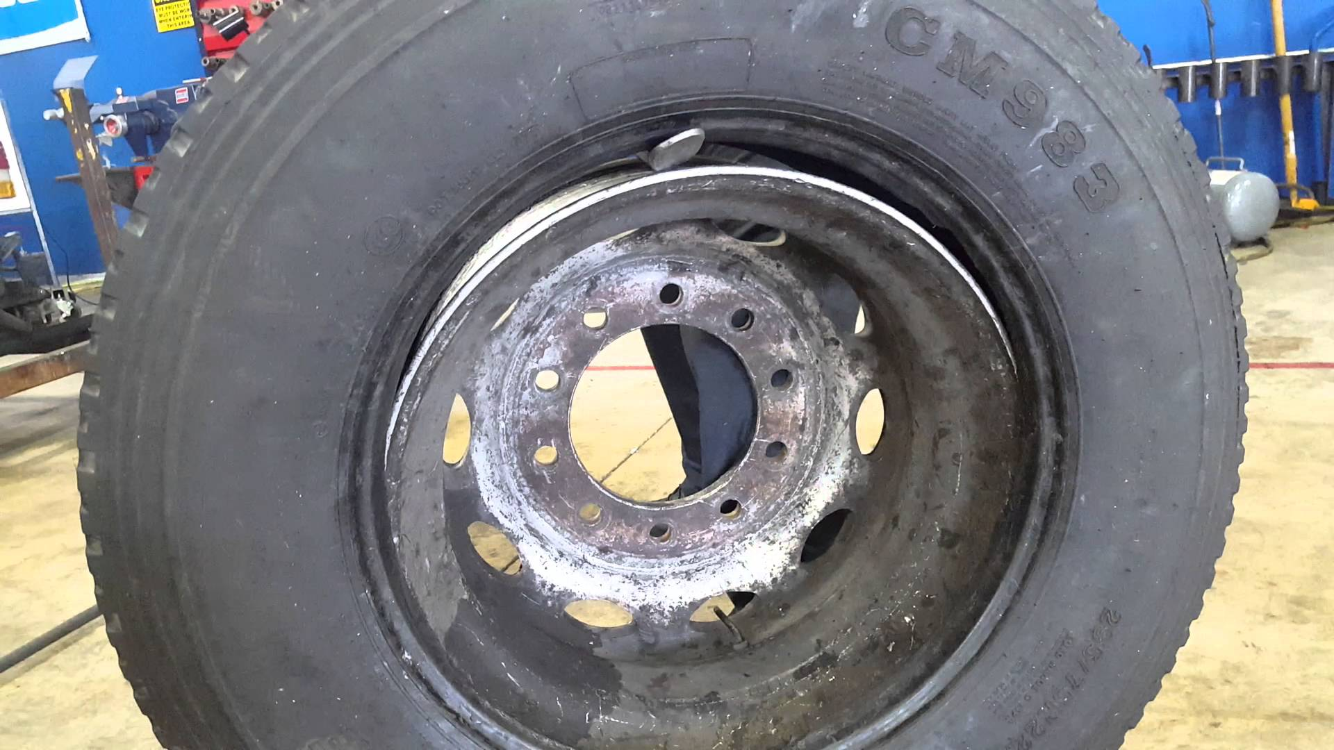 Mounting and dismounting a Semi truck tire