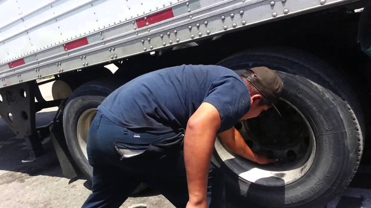 Flat Tire Repair Tractor trailer Heavy duty trucks roadside assistance Forest Park, GA 404 399 3474