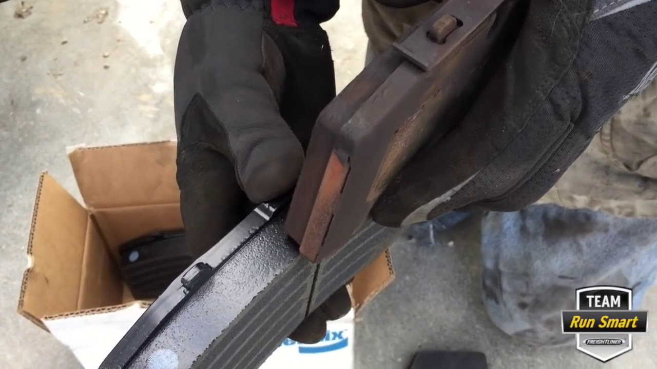 Replacing a Freightliner Cascadia's Disc Brakes