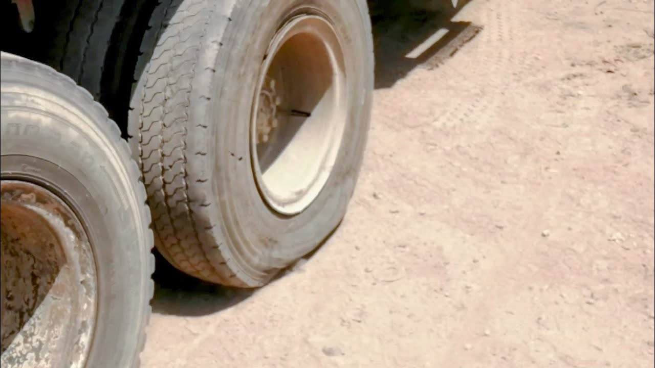How is harvested old tire repair in Pakistan/ Big Truck with 65 tons of load with Punchered Tire 😳😱