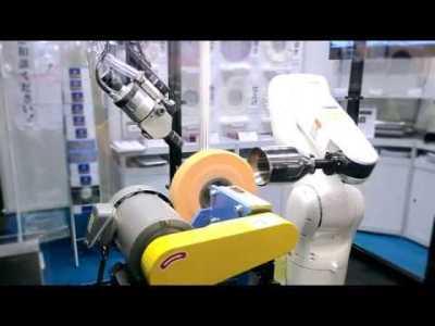 産業用ロボットによるバフ研磨システム
