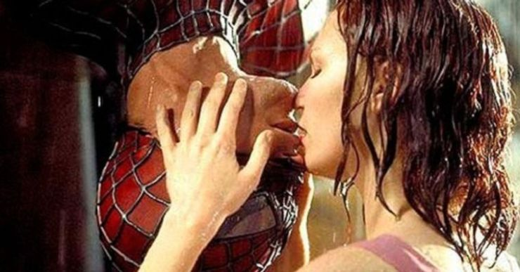 Pegadinha imita beijo do Homem-Aranha