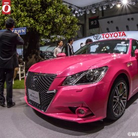 Toyota Crown pink