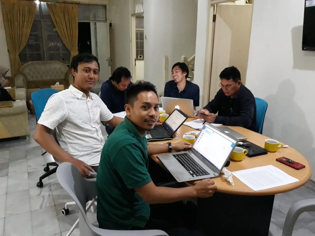 Jalan Cikaret Cibinong Rusak Parah, Pengendara Pertanyakan Kinerja Pemkab Bogor.