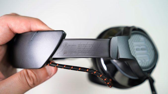 JBL Quantum 800 headset sliding bar