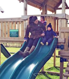 Kate-Middleton-Prince-George-2Petting-Zoo-Pictures