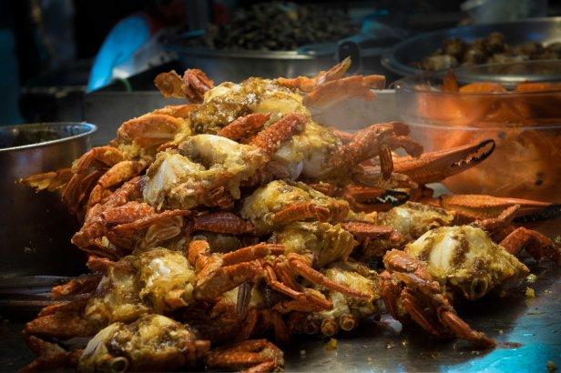 Raohe Street Night Market - stir fried crabs