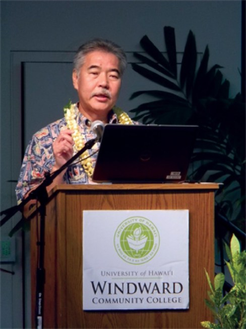 Gov. Ige speaks to WCC students and the public at the town hall meeting. – Tammy Pratt