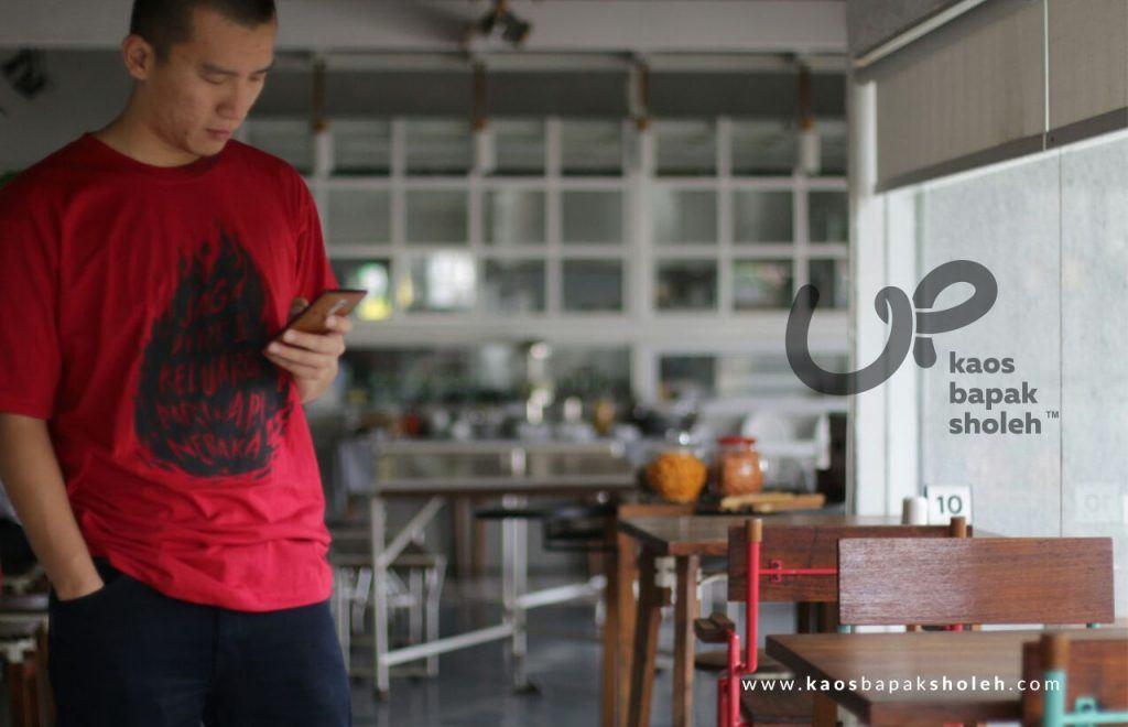 Baju Muslim Pria Merah Dipakai Ustadz Felix Siauw