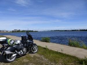 """Moped: """"Hey Chef, keine Zeit für Kaffee, ich will über die Brücke... Finnland!!"""""""