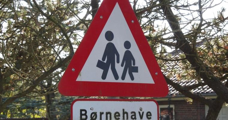 Schilder an Dänemarks Strassen – Børnehave