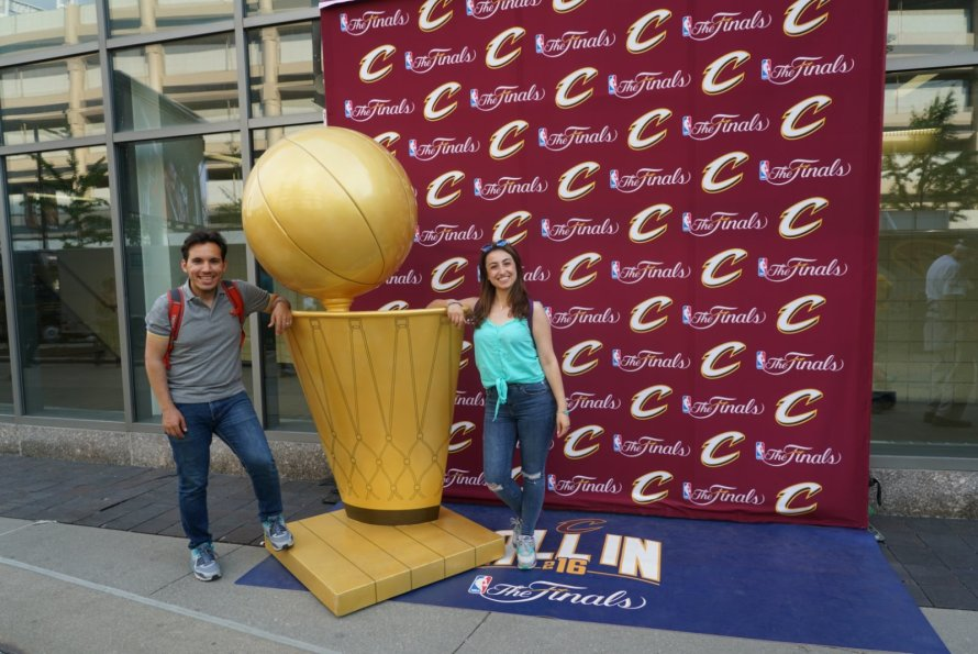 amerika-nbafinals-maconu-heykel-love-pebblesandbammbamm-honeymoon-quickenloansarena-cc