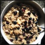 Oatmeal with maple syrup and blueberries