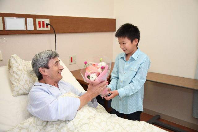 骨折で入院中の人へのお見舞いマナーと注意するポイント