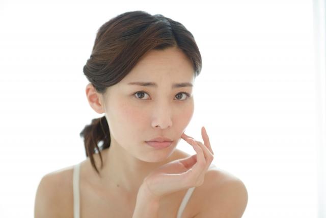 顔が黒いという悩みをもつアトピー患者に伝えたい原因や改善法