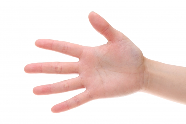 右手小指に生じる痙攣の原因は?気になる症状と対処法