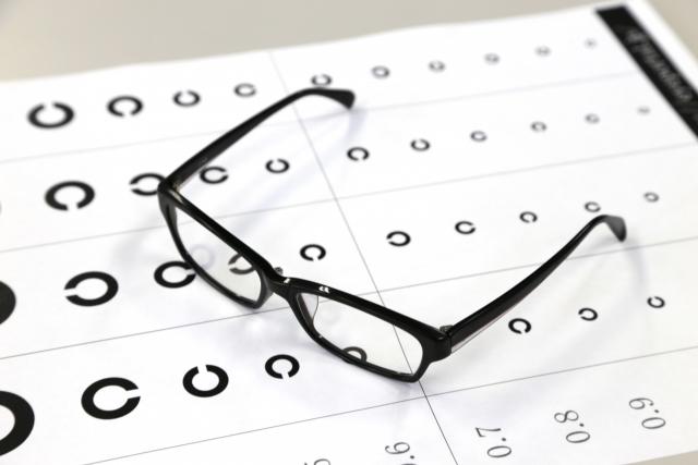 勘違いしやすい「眼鏡をかけると視力が低下してしまう」という話