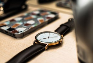 telefons un pulkstenis