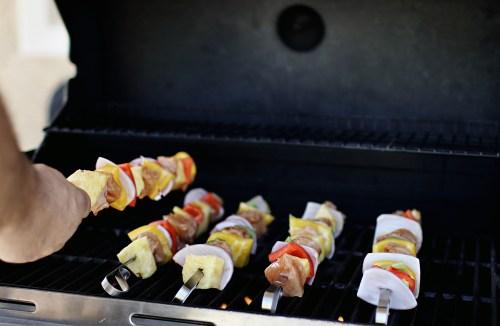 Summertime BBQ Chicken Shish Kabobs. An easy, fresh and light dinner for those hot summer days. Catch it now on HausOfLayne.com! #Recipe #Dinner #EasyDinner #Grilling #BBQ