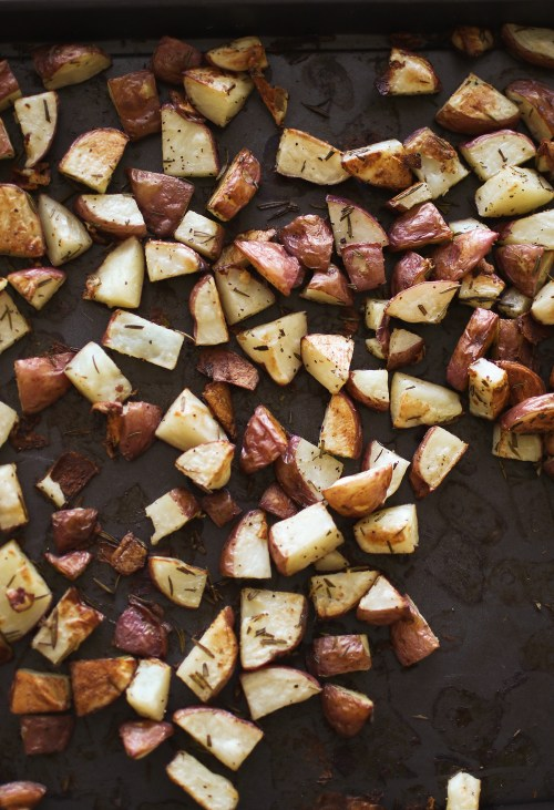 Roasted rosemary potatoes recipe - perfect for Easter dinner and absolutely fool proof. These make such a great side dish and bring the most beautiful taste to your plate! Catch the full recipe and walk through over on KaraLayne.com! #EasterDinnerIdeas #EasterDinnerSideDish #SideDish #Recipe #PotatoSideDishes #EasyPotatoSideDishes #RoastedPotatoes #RosemaryPotatoes #EasyRecipes