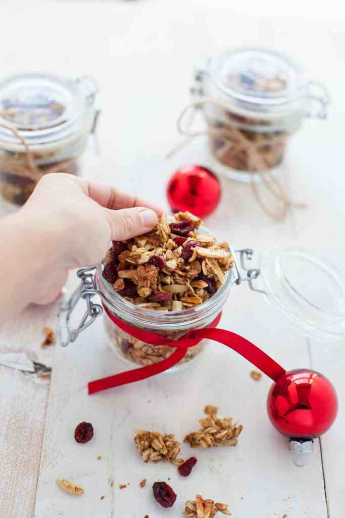 holiday DIY food gift: cranberry orange granola
