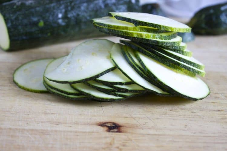 Zucchini Chips | The Foodie Dietitian @karalydon