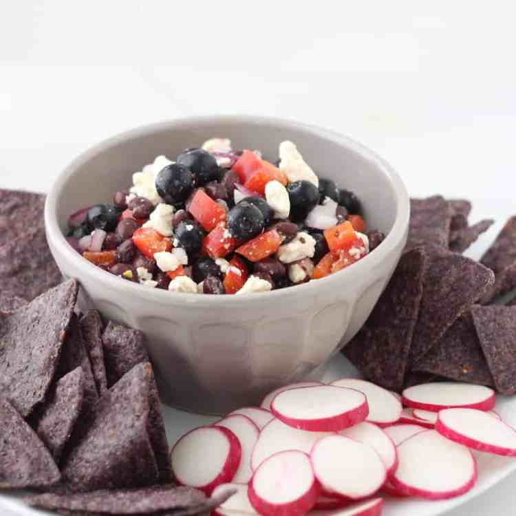 Red White and Blue Salsa via @memeinge | karalydon.com/blog @karalydon