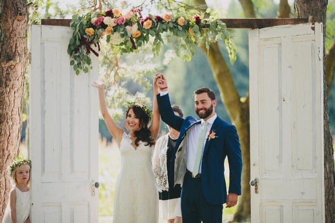 rustic-barn-wedding-in-western-new-york-11