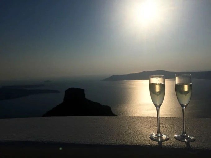 top 10 things to do on your honeymoon in greece. sunset in santorini.