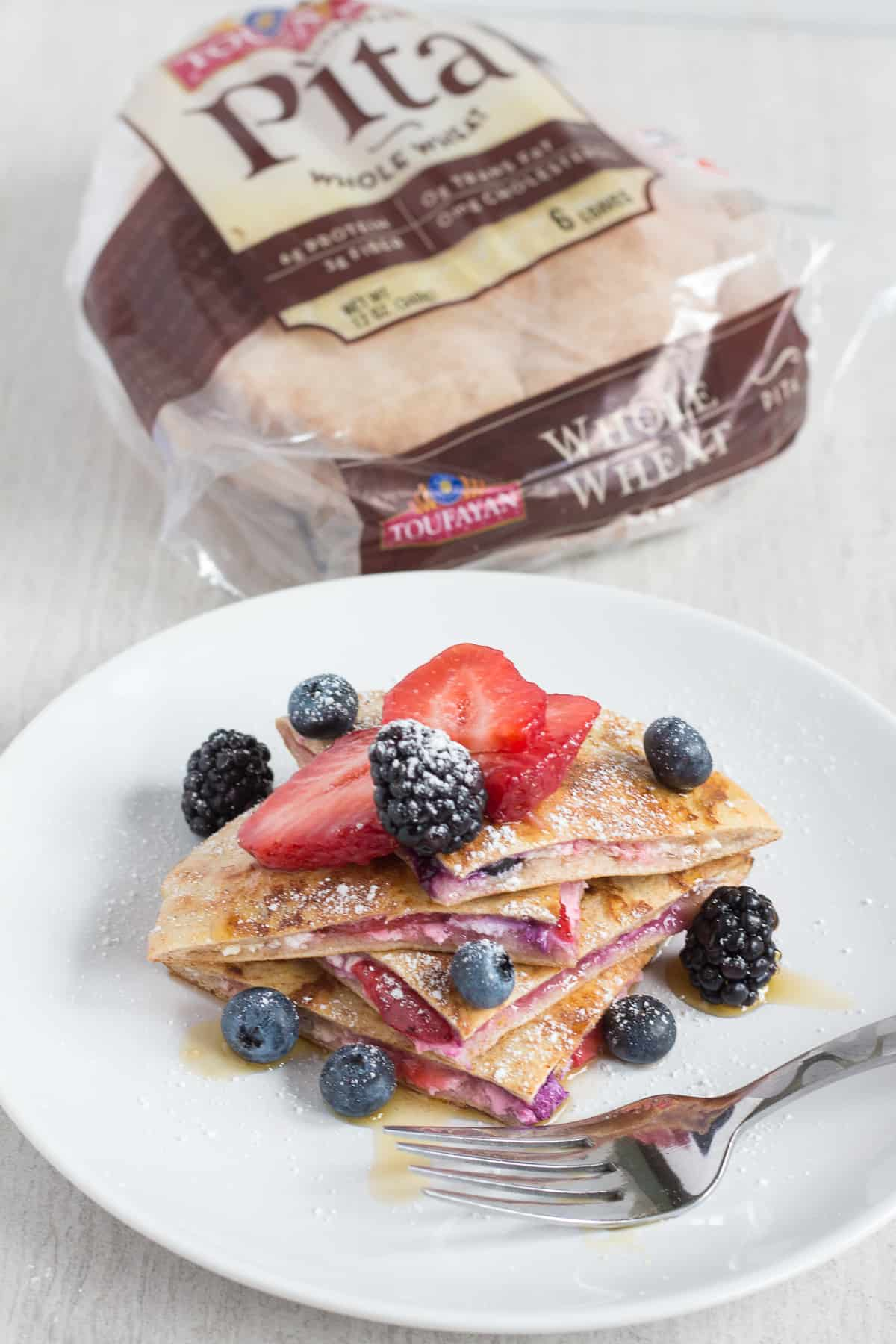 Berry-Stuffed-French-Toast-Pitas