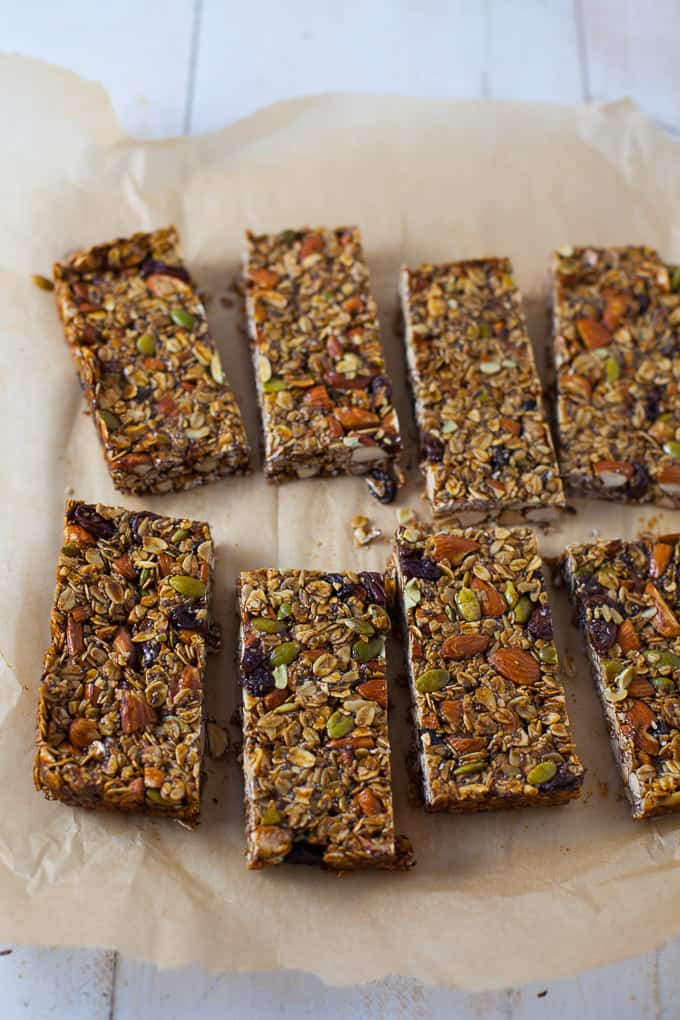 Gingerbread Granola Bars - the perfect healthy snack for the holiday!