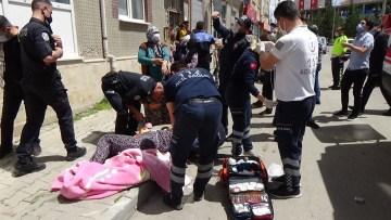 Balkondan atlayan kadını komşuları battaniye açarak kurtardı