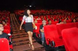 Dira Sugandi (Actress) walking down the stairs like a boss!