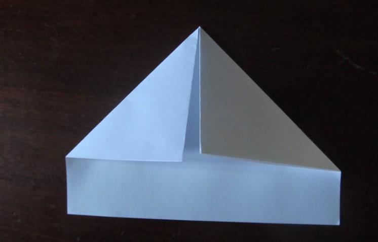 Как сделать кораблик из бумаги? Инструкция складывания бумажного кораблика своими руками этап 10
