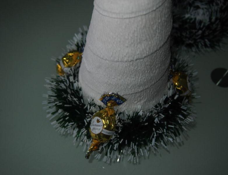 Жаңа жылдық шыршасы бар жаңа ағаш & # 8212; Фото идеялар және шеберлік сабақтары 68 кезең