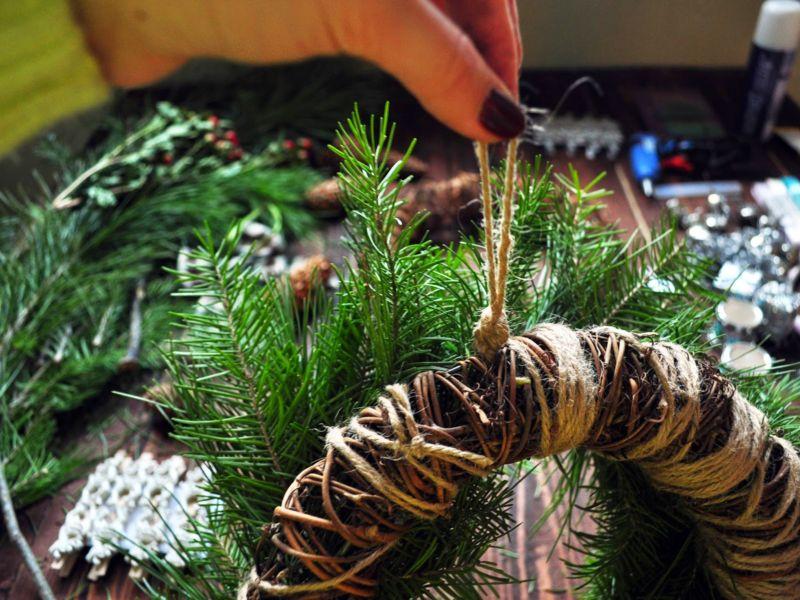 La ghirlanda del nuovo anno fai da te stesso. 12 classi master per la fabbricazione di ghirlande nella fase domestica 37