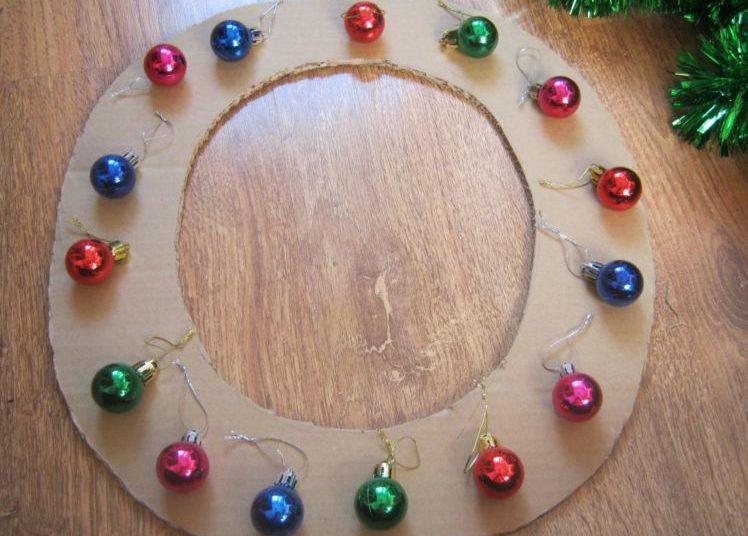 La ghirlanda del nuovo anno fai da te stesso. 12 classi master per la fabbricazione di ghirlande in fase 4