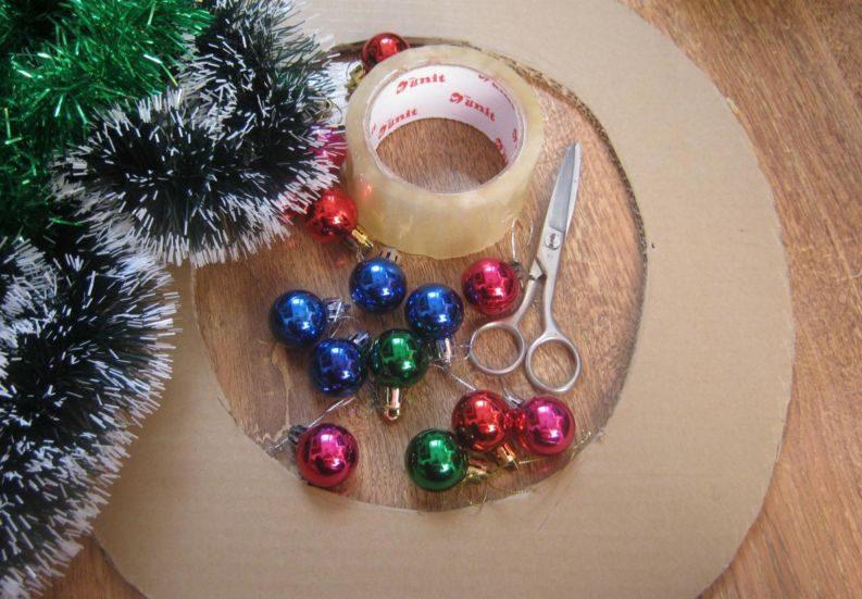 La ghirlanda del nuovo anno fai da te stesso. 12 classi master per la fabbricazione di ghirlande a casa Stage 3