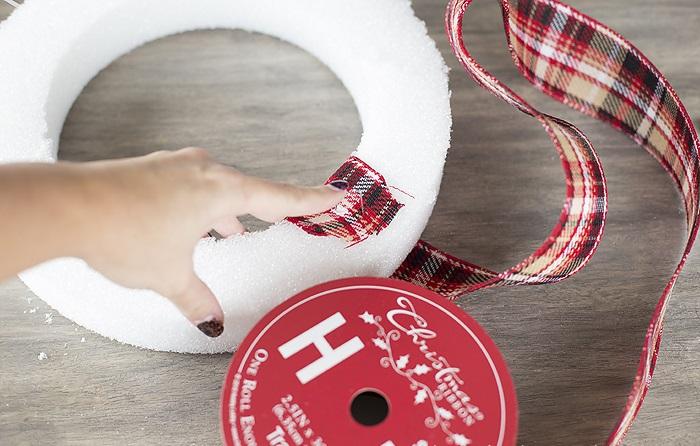 La ghirlanda del nuovo anno fai da te stesso. 12 classi master per la fabbricazione di ghirlande a casa stadio 24