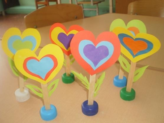 वेलेंटाइन दिवस के लिए DIY बच्चों के लिए अपने हाथों से: 14 फरवरी चरण 4 को शिल्प के सबसे सुंदर विचार
