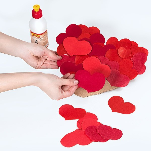 वेलेंटाइन डे के लिए DIY इसे अपने बच्चों के लिए करें: 14 फरवरी चरण 35 को शिल्प के सबसे सुंदर विचार