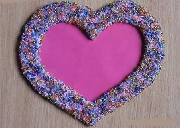वेलेंटाइन दिवस के लिए DIY बच्चों के लिए अपने हाथों से: 14 फरवरी चरण 15 को शिल्प के सबसे सुंदर विचार