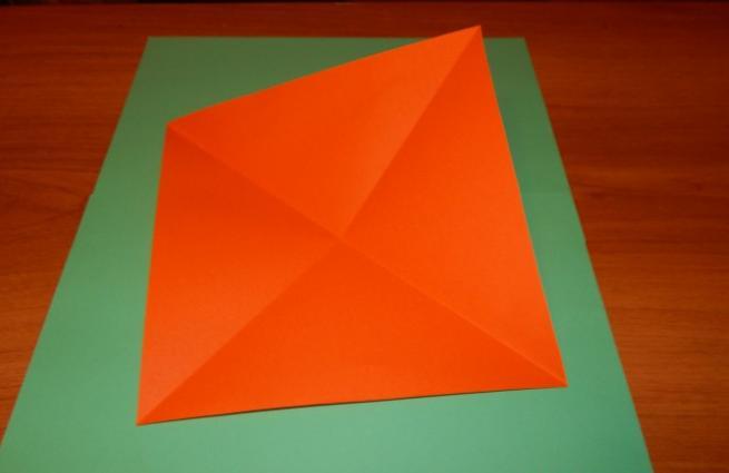 Paper Flowers & # 8212; Mga scheme at mga template para sa paglikha ng mga kulay ng papel na yugto 80.