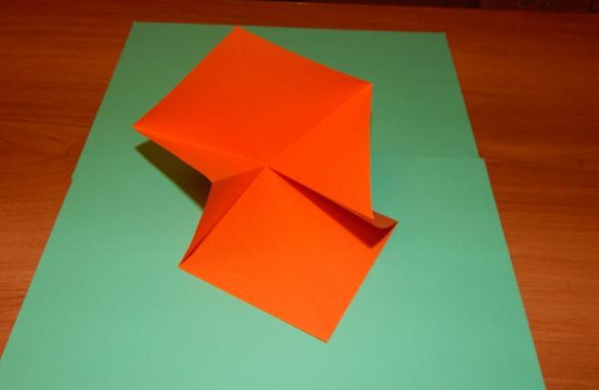 Paper Flowers & # 8212; Mga scheme at mga template para sa paglikha ng mga kulay ng papel na yugto 83.